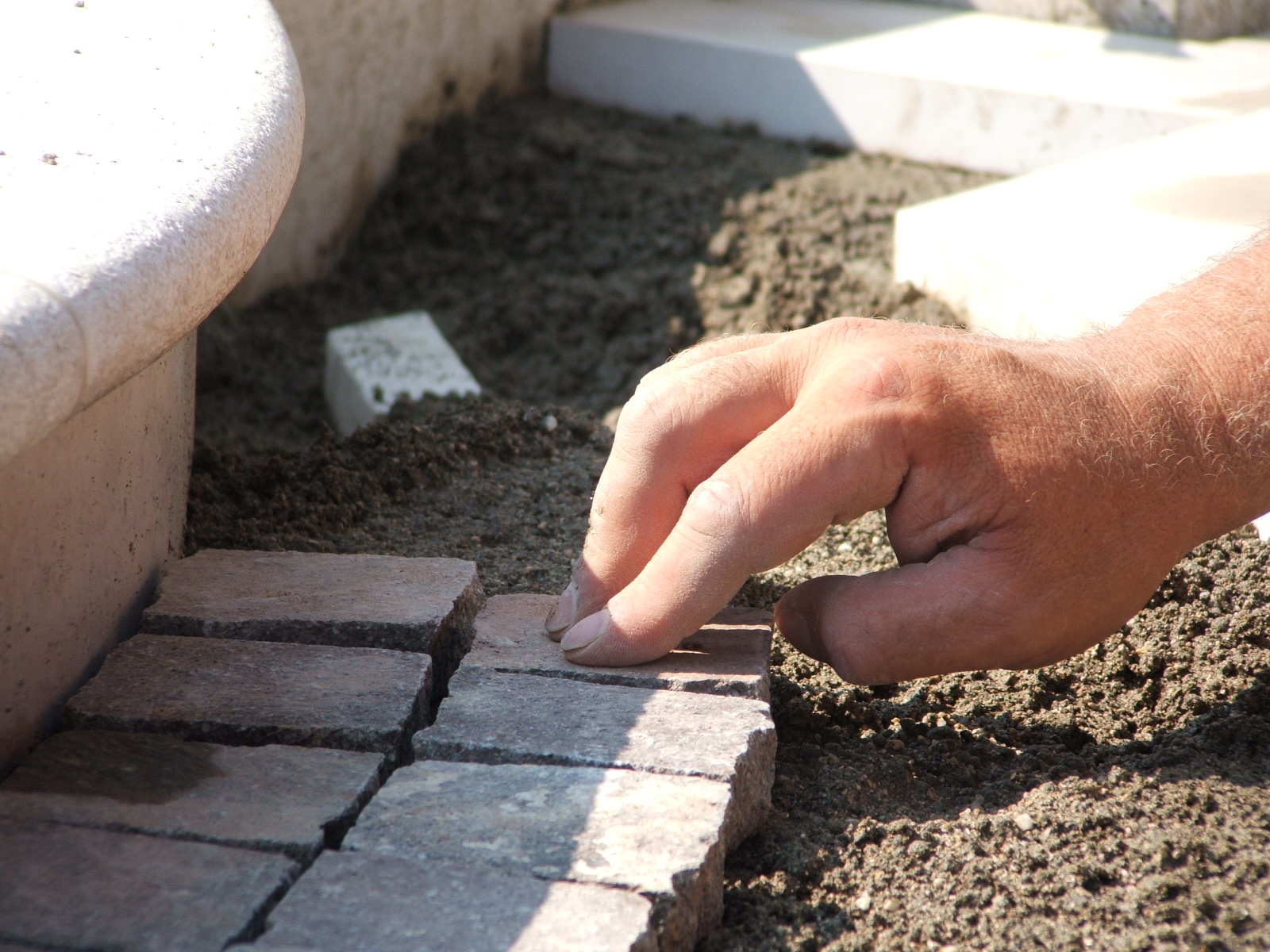 Posa a colla o sabbia e cemento fratelli pellizzari - Posa piastrelle esterno ...
