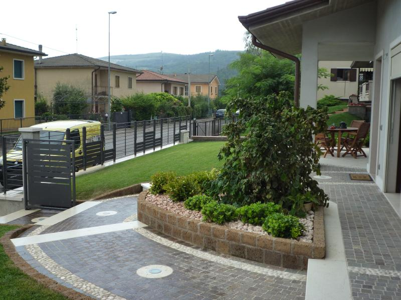 Pavimento esterno in pietra porfido e ciottolo verona for Pavimento esterno in pietra