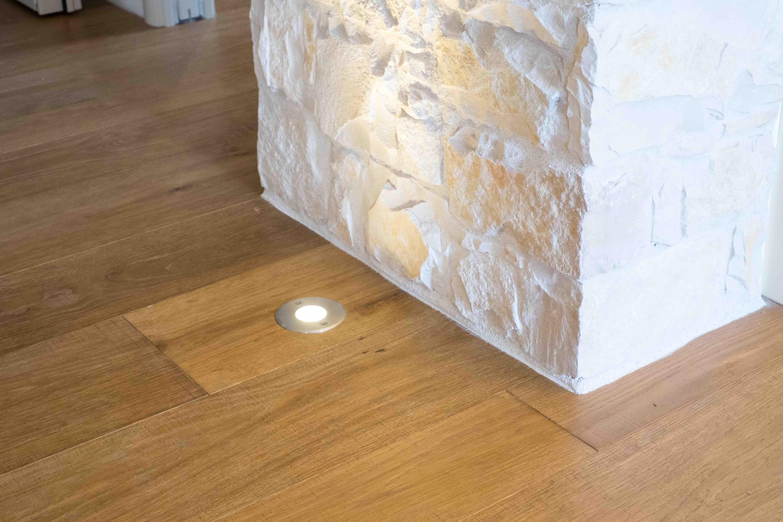 Muro Fatto In Pietra come terminare pavimento in legno contro parete in pietra