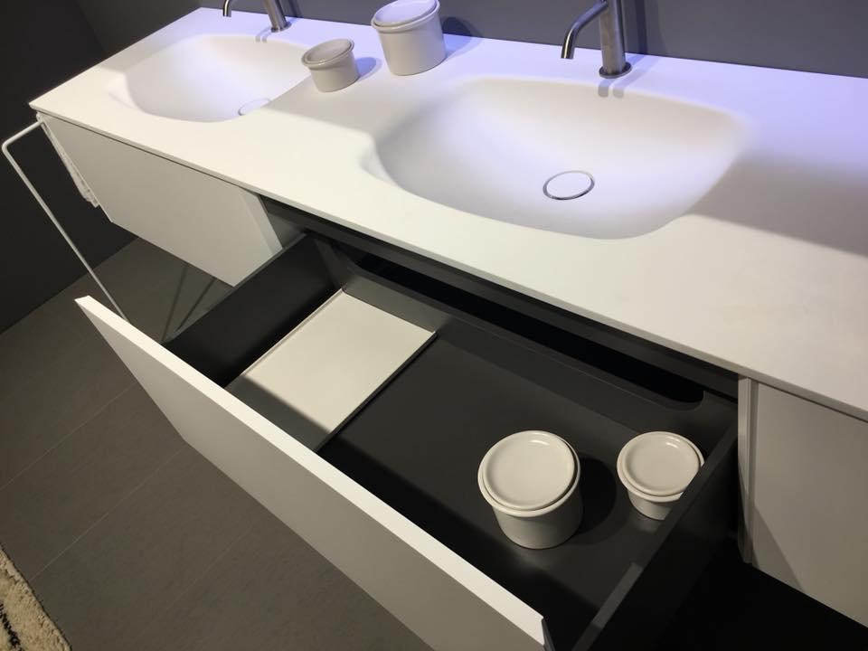 Vasca Da Bagno Corian Prezzi : Arredamento in corian per il bagno showroom arredobagno a