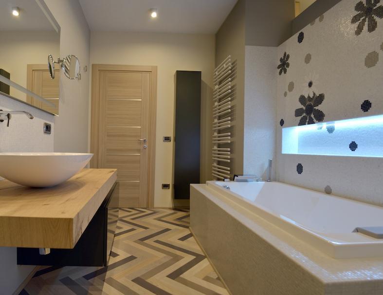 Pavimento in legno nel bagno si pu fratelli pellizzari - Parquet nel bagno ...