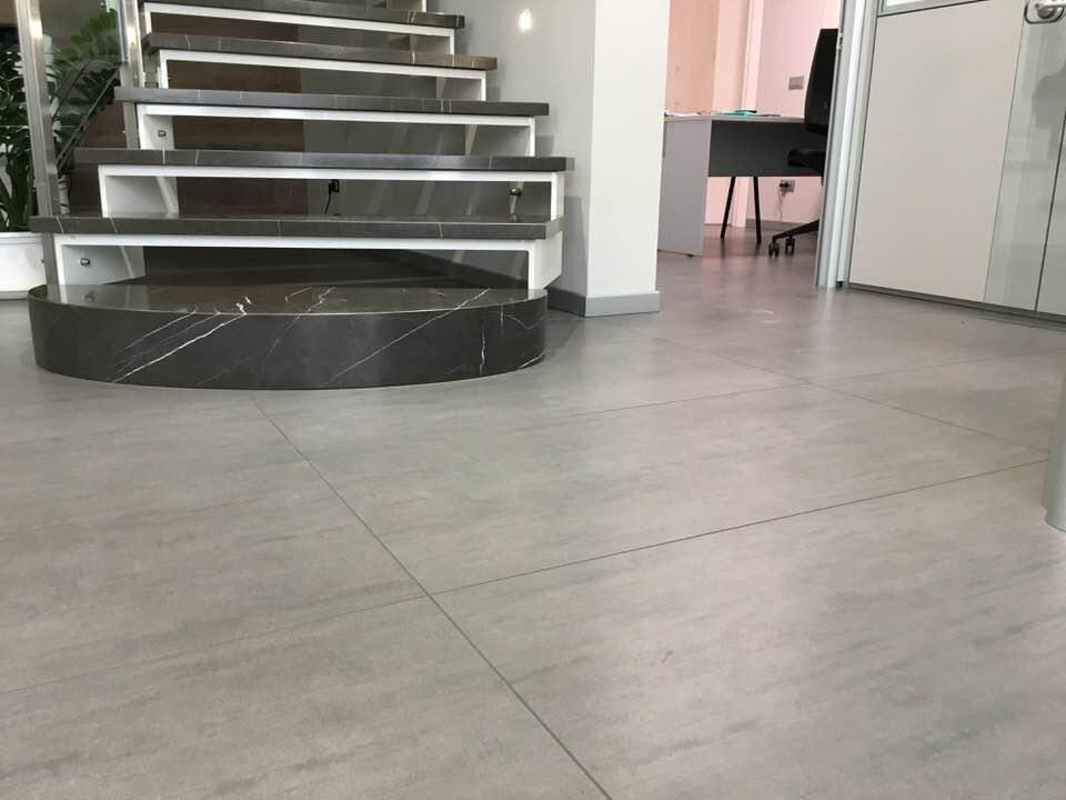 Ufficio Moderno Sa : Moderni uffici: gres legno e ardesia. fratelli pellizzari