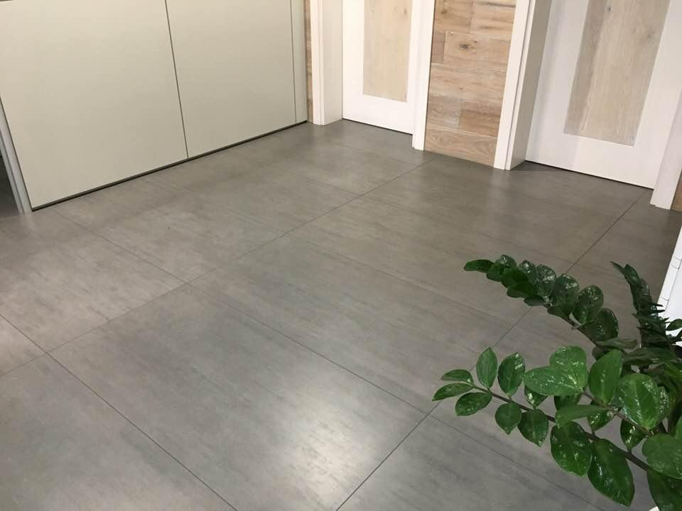 Moderni uffici gres legno e ardesia fratelli pellizzari for Arredamento per ufficio moderno