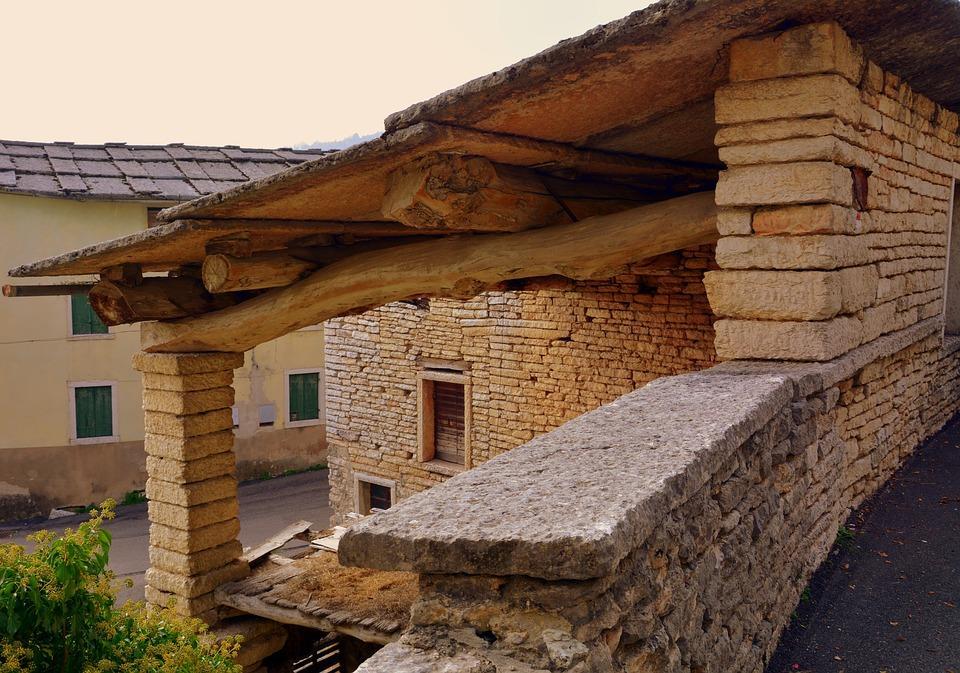 Tetto di casa in legno fratelli pellizzari for Velux tetto in legno