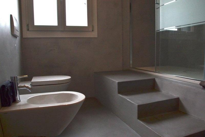 Rivestire il bagno con la resina trasformarlo senza - Pavimenti in resina bagno ...