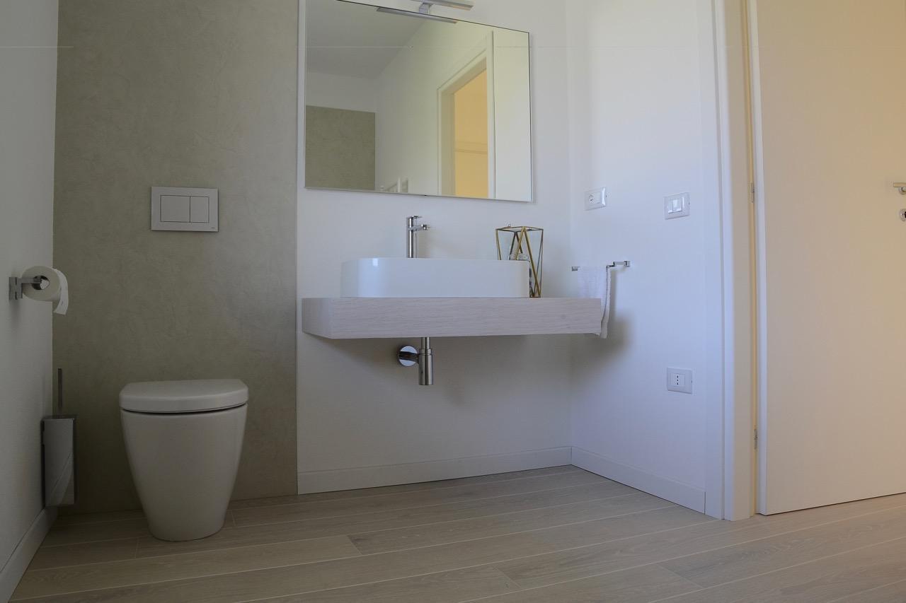 Pavimento in legno nel bagno si può fratelli pellizzari