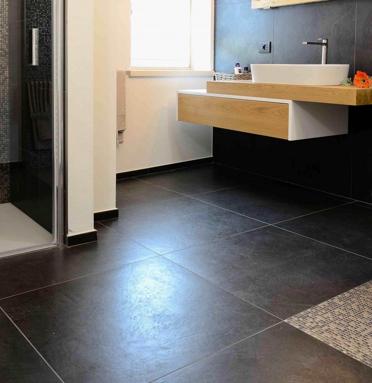 Pavimenti chiari o scuri criteri per la scelta fratelli pellizzari - Mettere piastrelle bagno ...