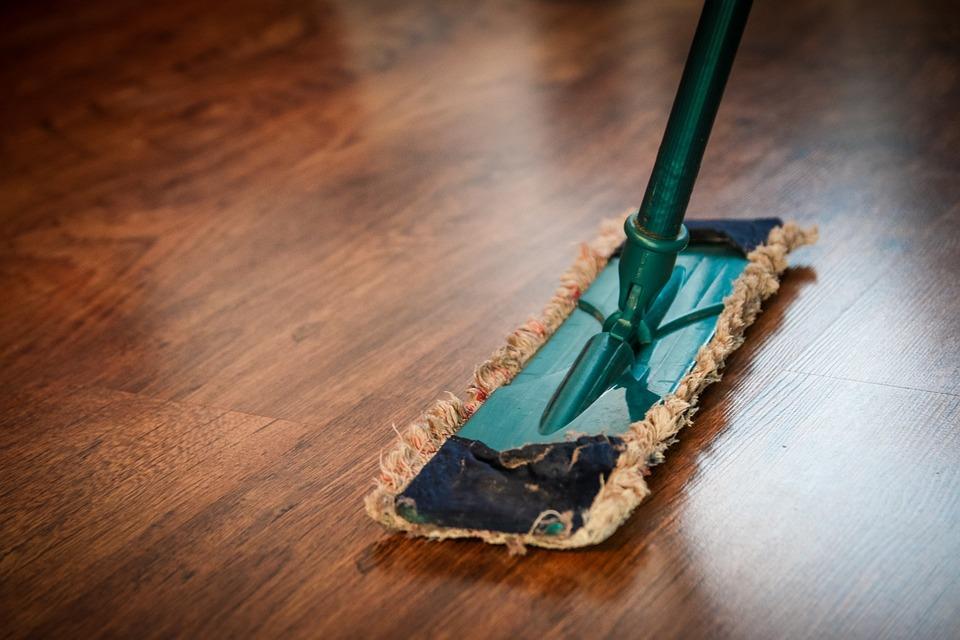 Pulire Il Legno Verniciato.Come Pulire Il Pavimento In Legno Oliato E Verniciato