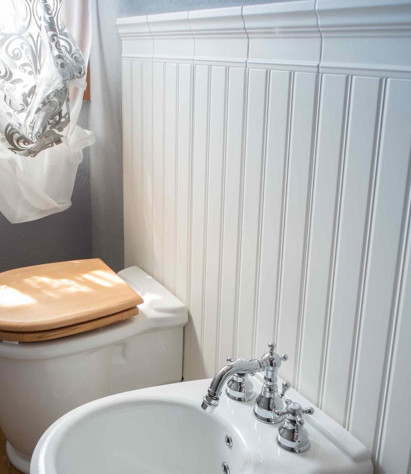 Boiserie in ceramica nel bagno moderno fratelli pellizzari - Ceramiche bagno prezzi ...