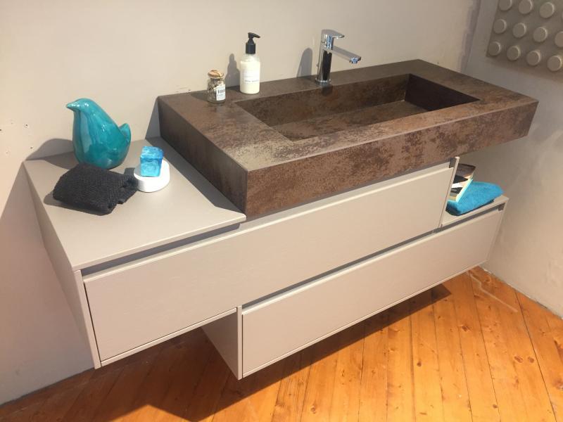 Mobile bagno in rovere e lavabo in laminam da - Mobile bagno sfalsato ...