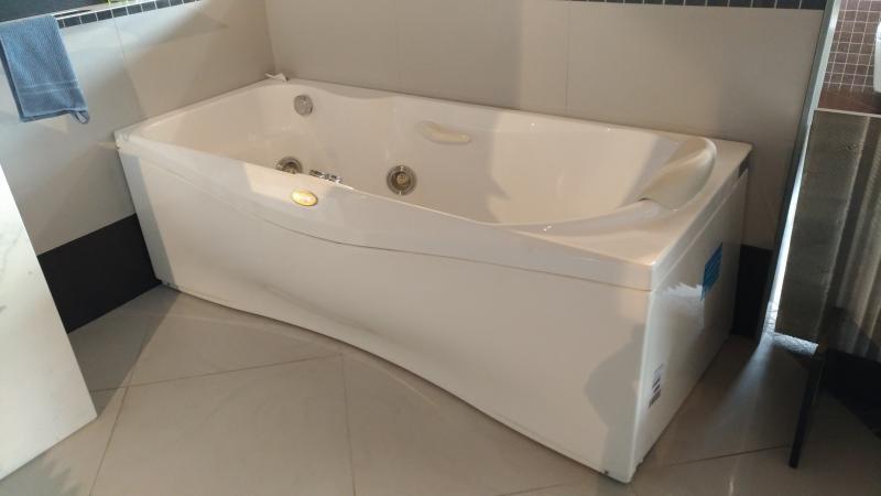 Vasca idromassaggio jacuzzi da pellizzari fratelli pellizzari - Vasche da bagno jacuzzi ...