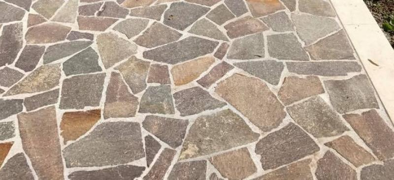 Il pavimento per esterni in porfido i vantaggi for Idee per pavimenti esterni economici