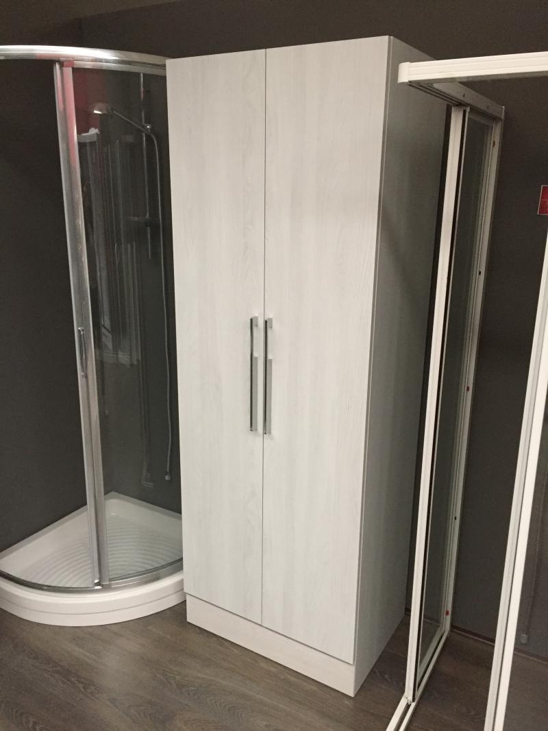 Colonna bagno a terra prezzi outlet a vicenza fratelli for Outlet mobili vicenza