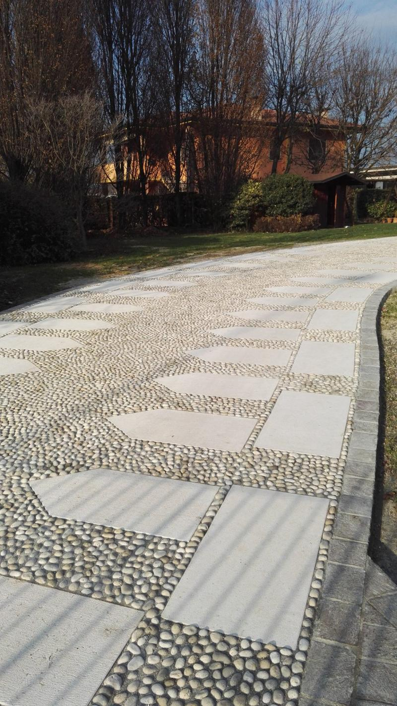 Pavimento esterno in pietra porfido ciottolo verona for Pavimento esterno in pietra