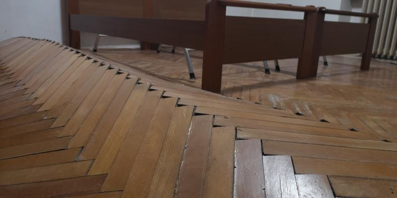 Parquet in legno ed umidit evitare problemi fratelli for Pavimento in legno interno