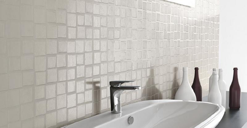 Piastrelle effetto mosaico bianco per un rivestimento elegante outlet vicenza fratelli - Piastrelle bagno mosaico prezzi ...