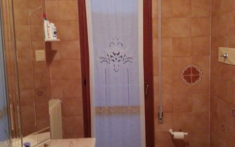 Best il bagno prima del nostro intervento with nuovo bagno - Muffa piastrelle doccia ...