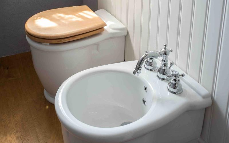 Piastrelle Boiserie Bagno : Boiserie in ceramica nel bagno moderno fratelli pellizzari