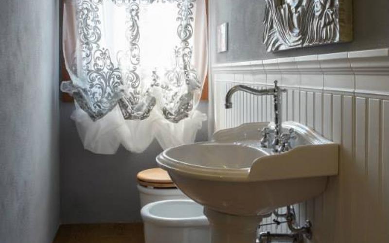 Boiserie classica in piastrelle di ceramica fratelli - Stampe per bagno ...