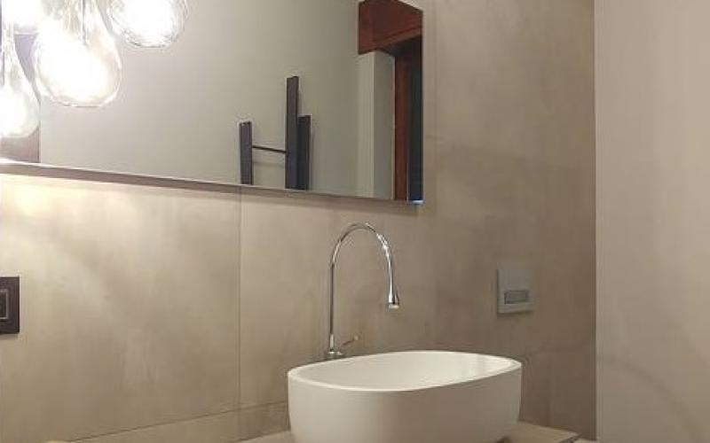 Mobile da bagno minimale con specchiera e luce a led idfdesign