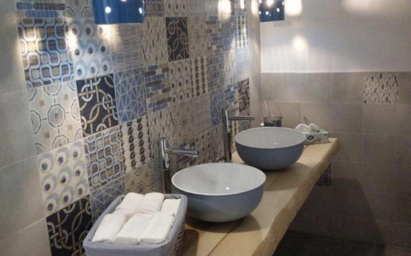 Bagno con cementine idee per rivestimenti di tendenza