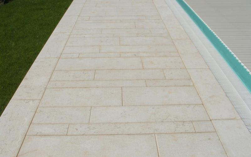Piscina pavimenti e rivestimenti realizzazione a lonigo for Pavimentazione della piscina