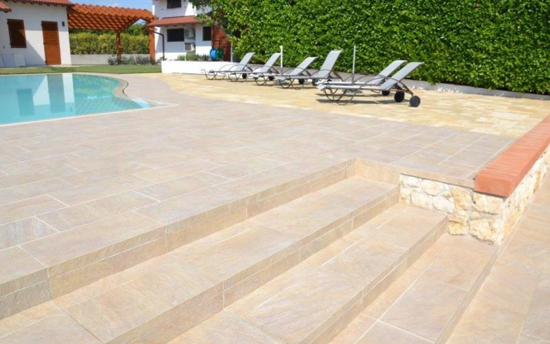 Piastrelle per esterno piscina prezzi parquet per esterni
