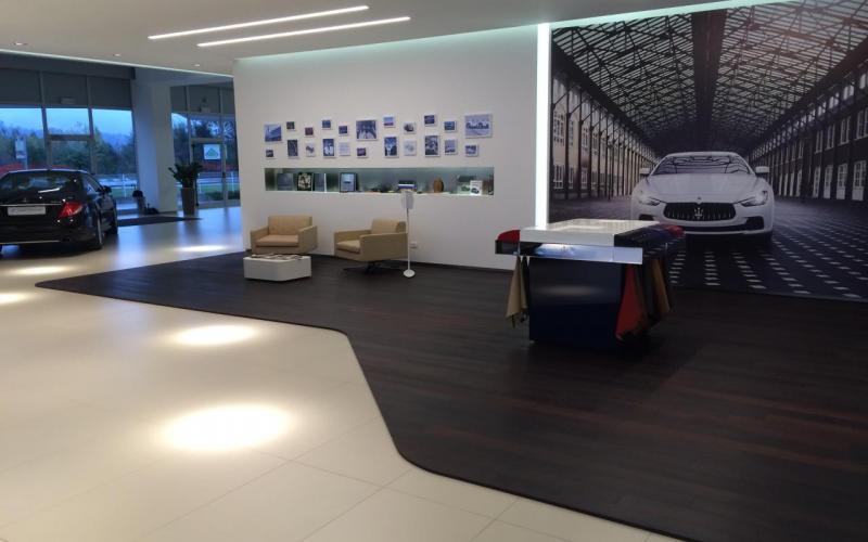 Pavimento per negozio maserati rimodernata la sede di for Negozi arredamento vicenza