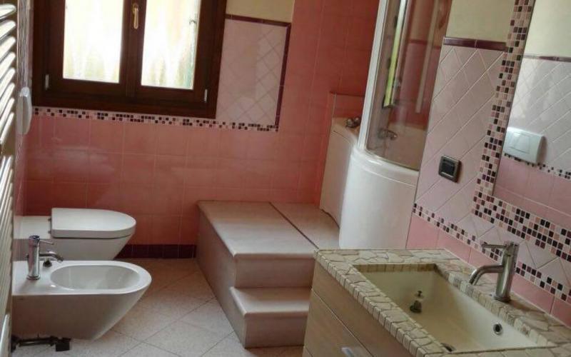 Rivestire il bagno con la resina: trasformarlo senza demolirlo