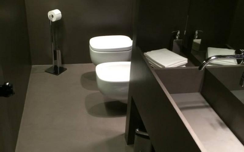 Resina su piastrelle bagno interesting bagno prima e dopo in