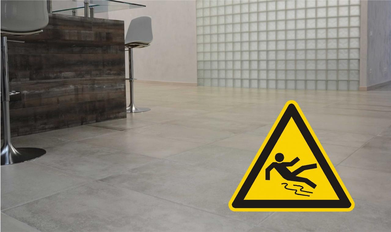 Piastrelle ceramica antiscivolo: pericoli test e normative