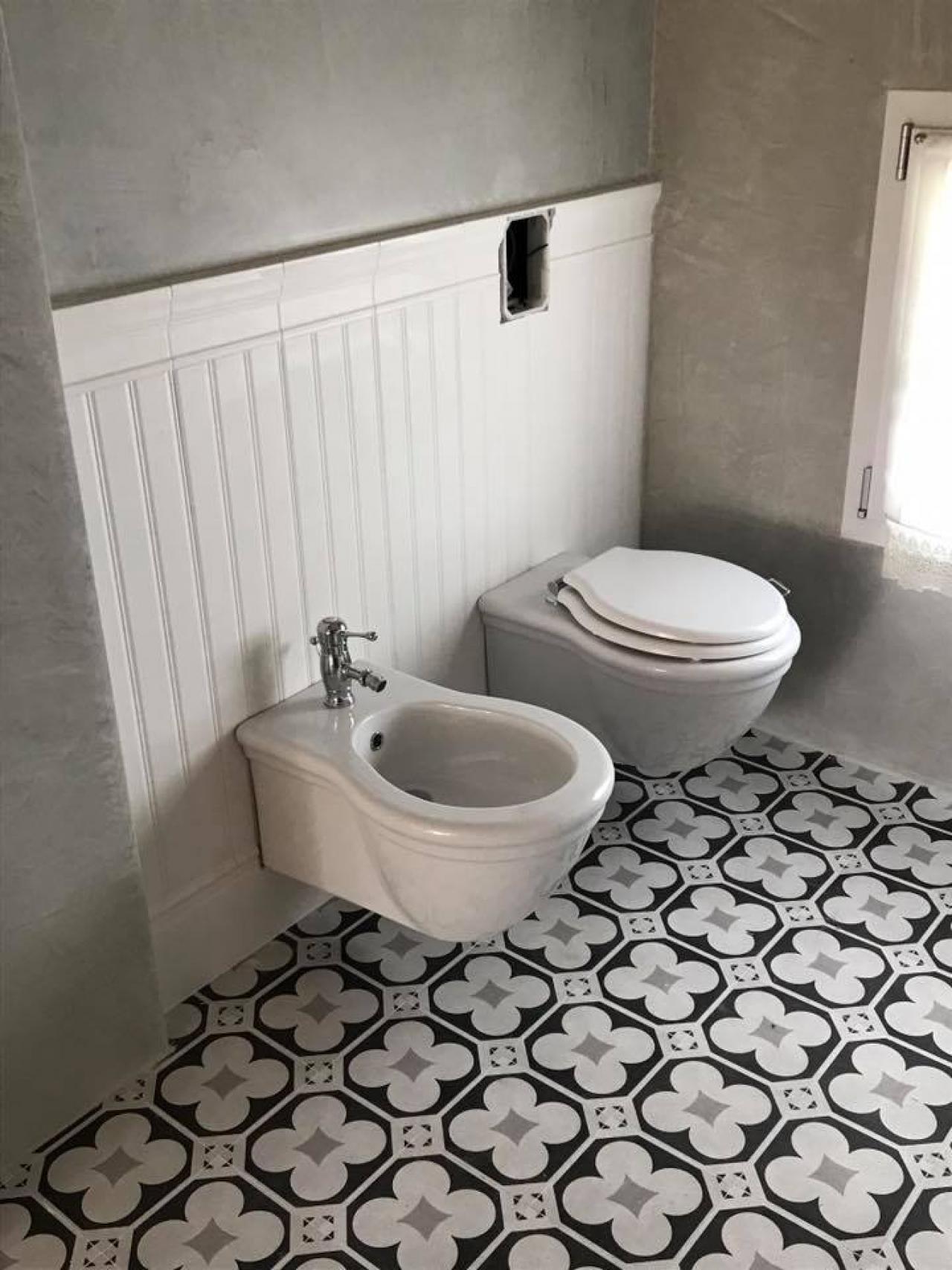 Ceramiche Per Bagno Classico.Boiserie In Ceramica E Cementine Bagno Classico A Vicenza