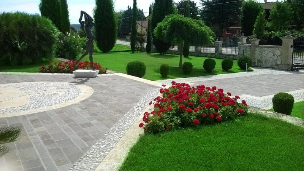 Pavimento Esterno Per Giardino.Pavimento Esterno A Verona Porfido Giallo Reale E Ciottolo