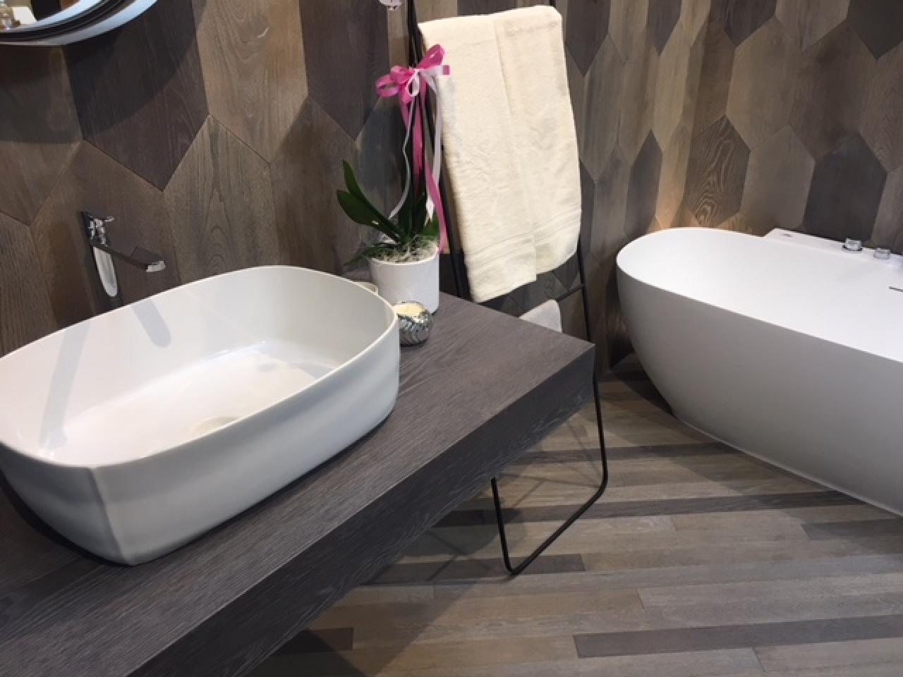 Pavimento in legno nel bagno fratelli pellizzari