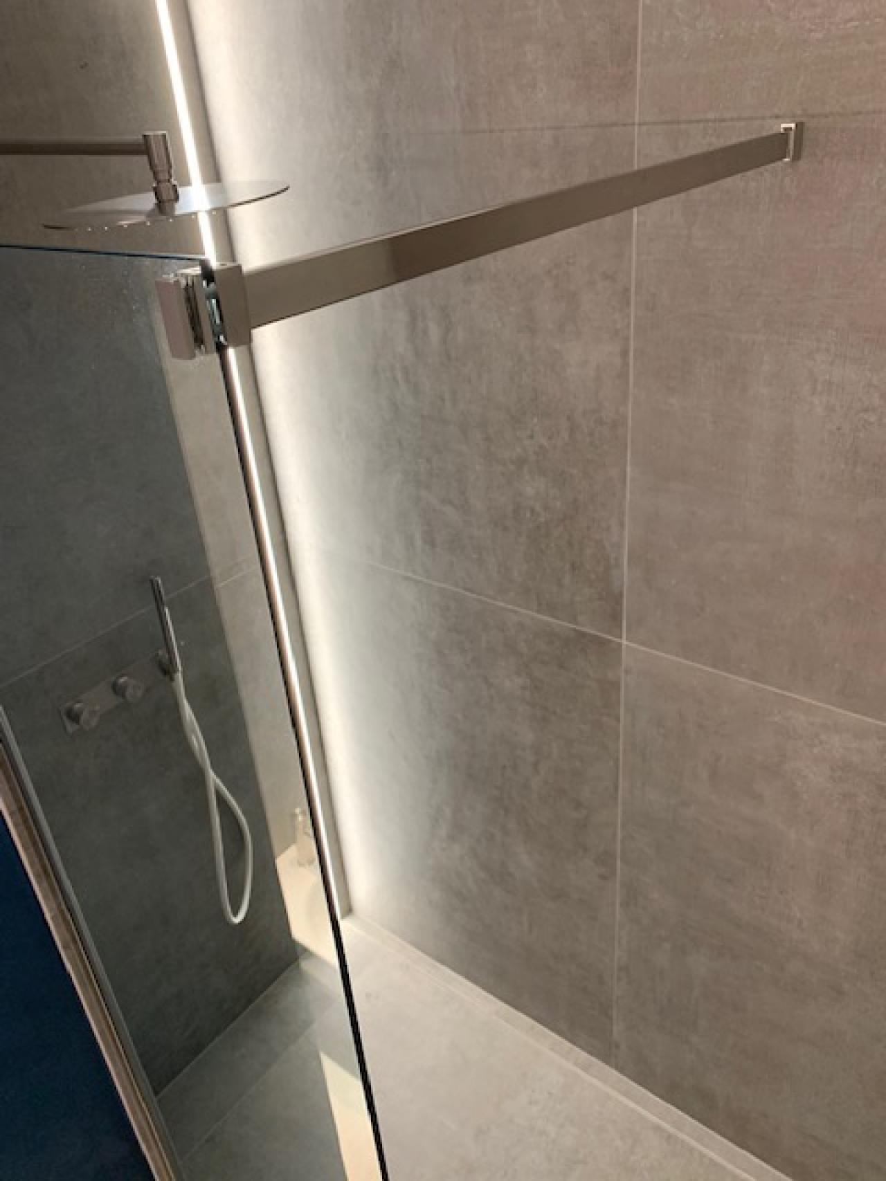Sesso in il doccia stanza