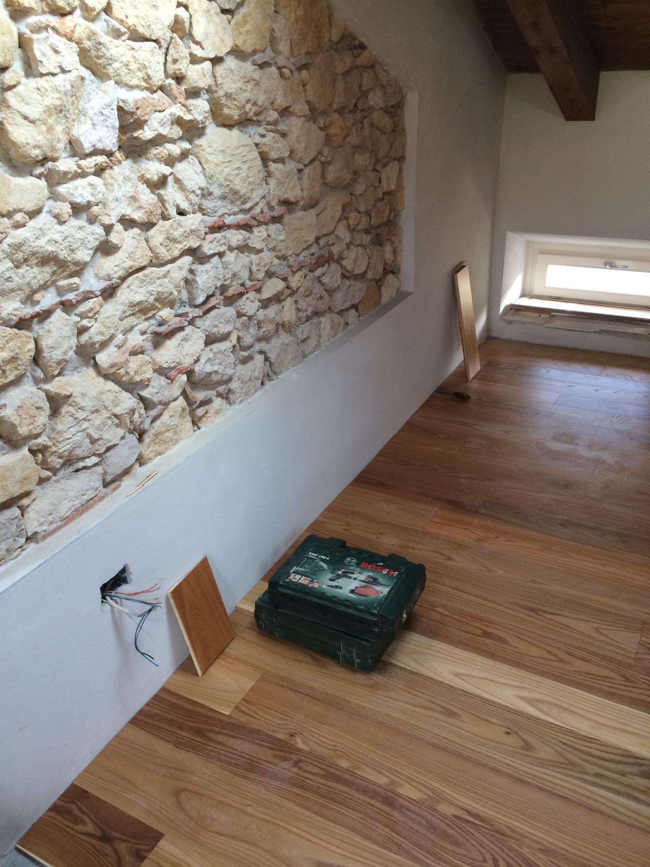 Il pavimento in legno di olmo fratelli pellizzari for Pavimenti per salone