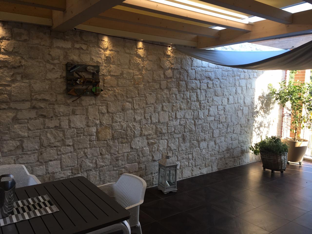 Rivestimenti in pietra interni ed esterni fratelli - Rivestire muro esterno ...