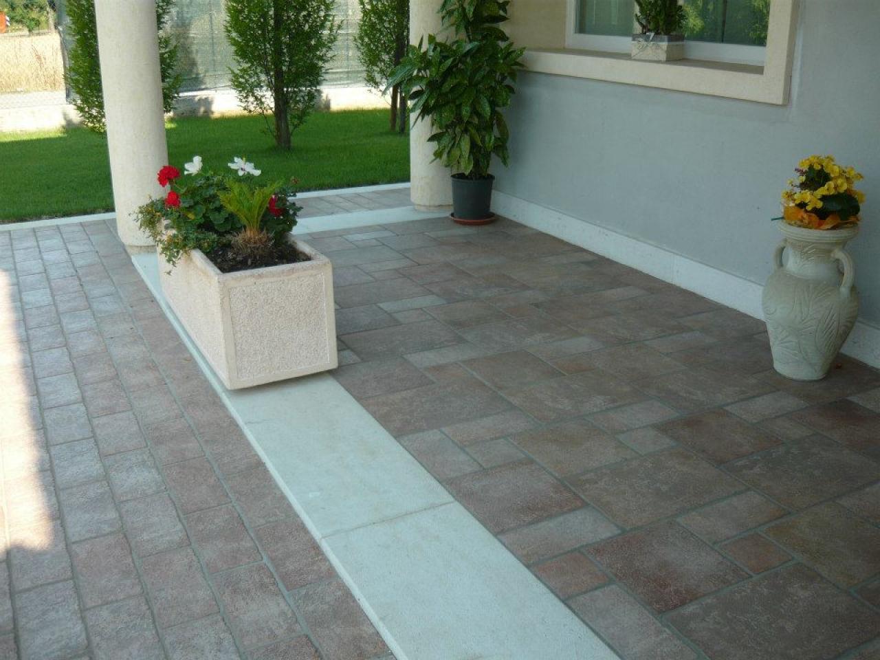 Pavimenti in piastrelle di ceramica e gres a vicenza e for Pavimento esterno effetto pietra