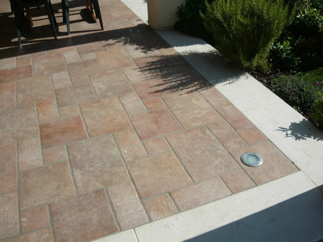 Pavimenti in piastrelle di ceramica e gres a vicenza e - Pavimento flottante esterno ...