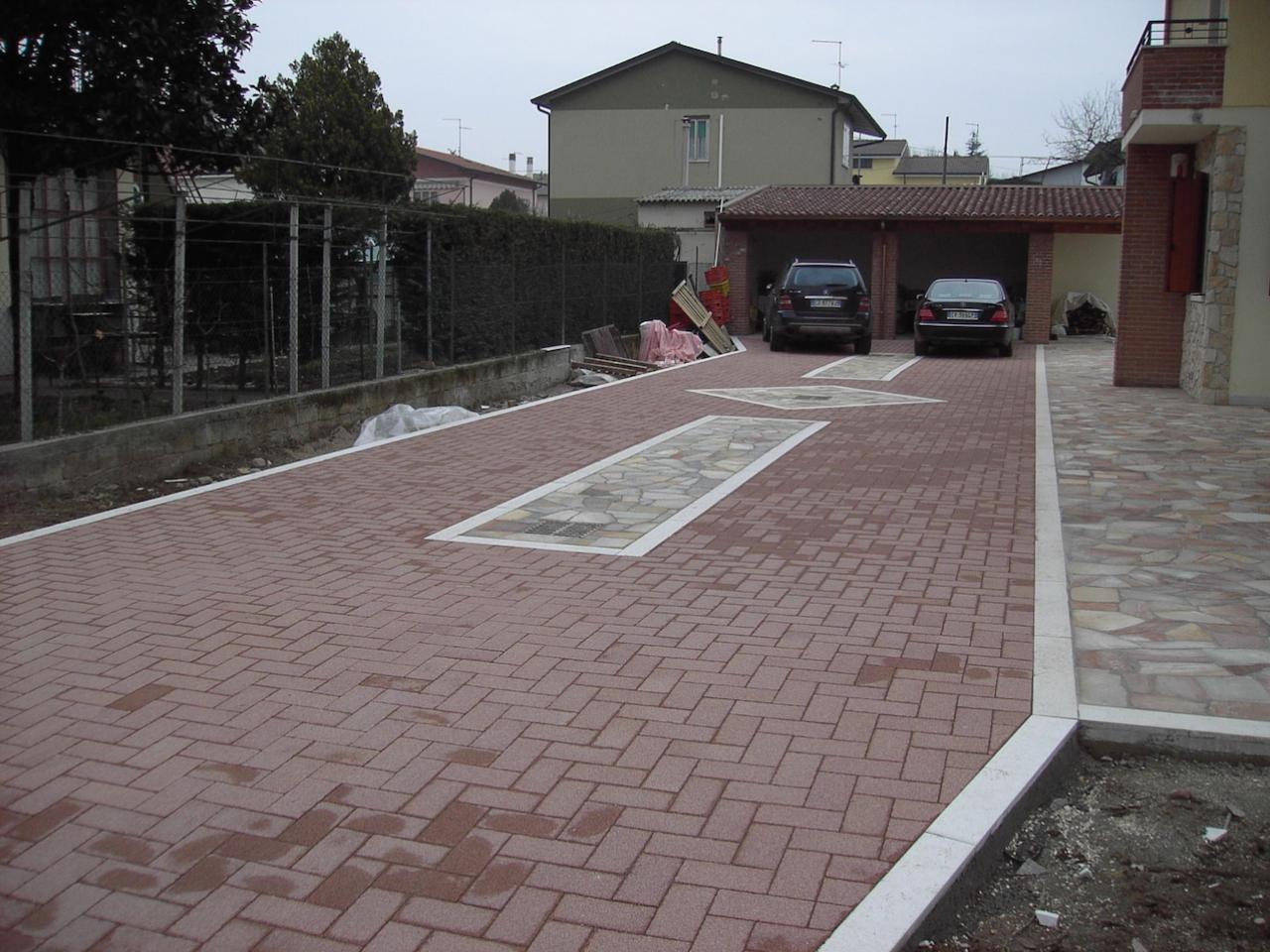 Pavimento esterno in betonella autobloccante e quarzite for Pavimento in autobloccanti