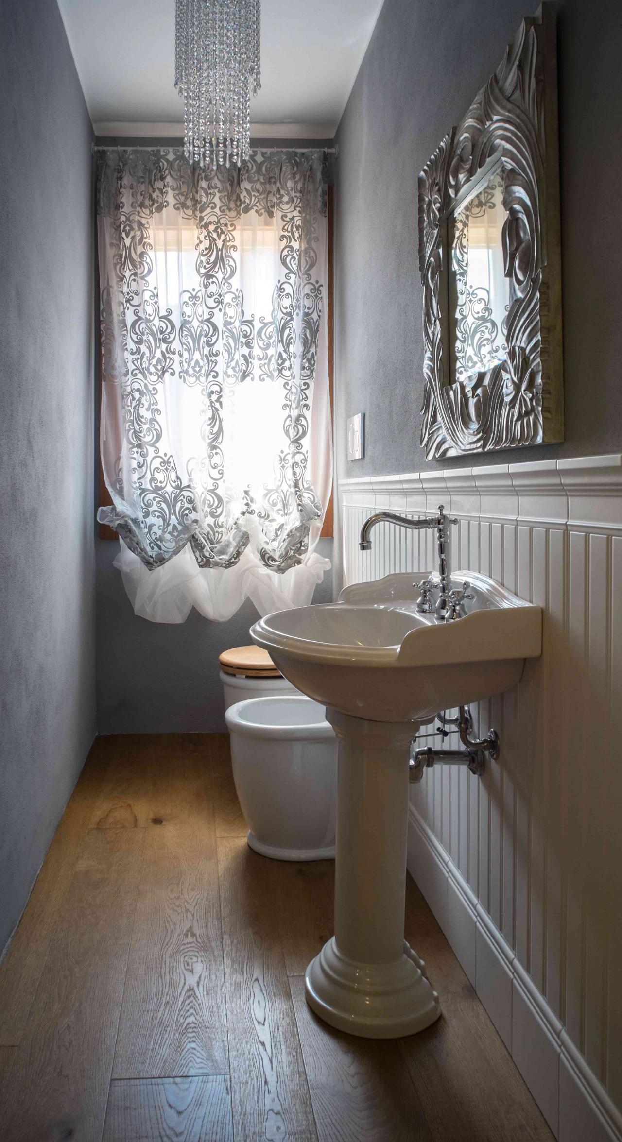 Boiserie in ceramica nel bagno moderno fratelli pellizzari - Bagno in inglese ...