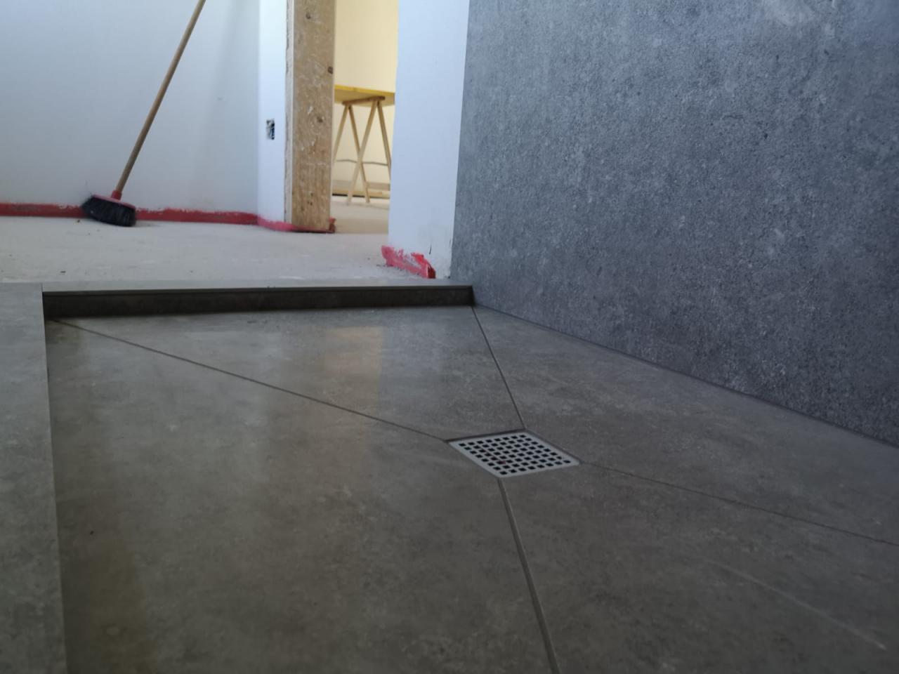 Piatto doccia in piastrelle come realizzarlo fratelli pellizzari - Piatto doccia raso pavimento ...