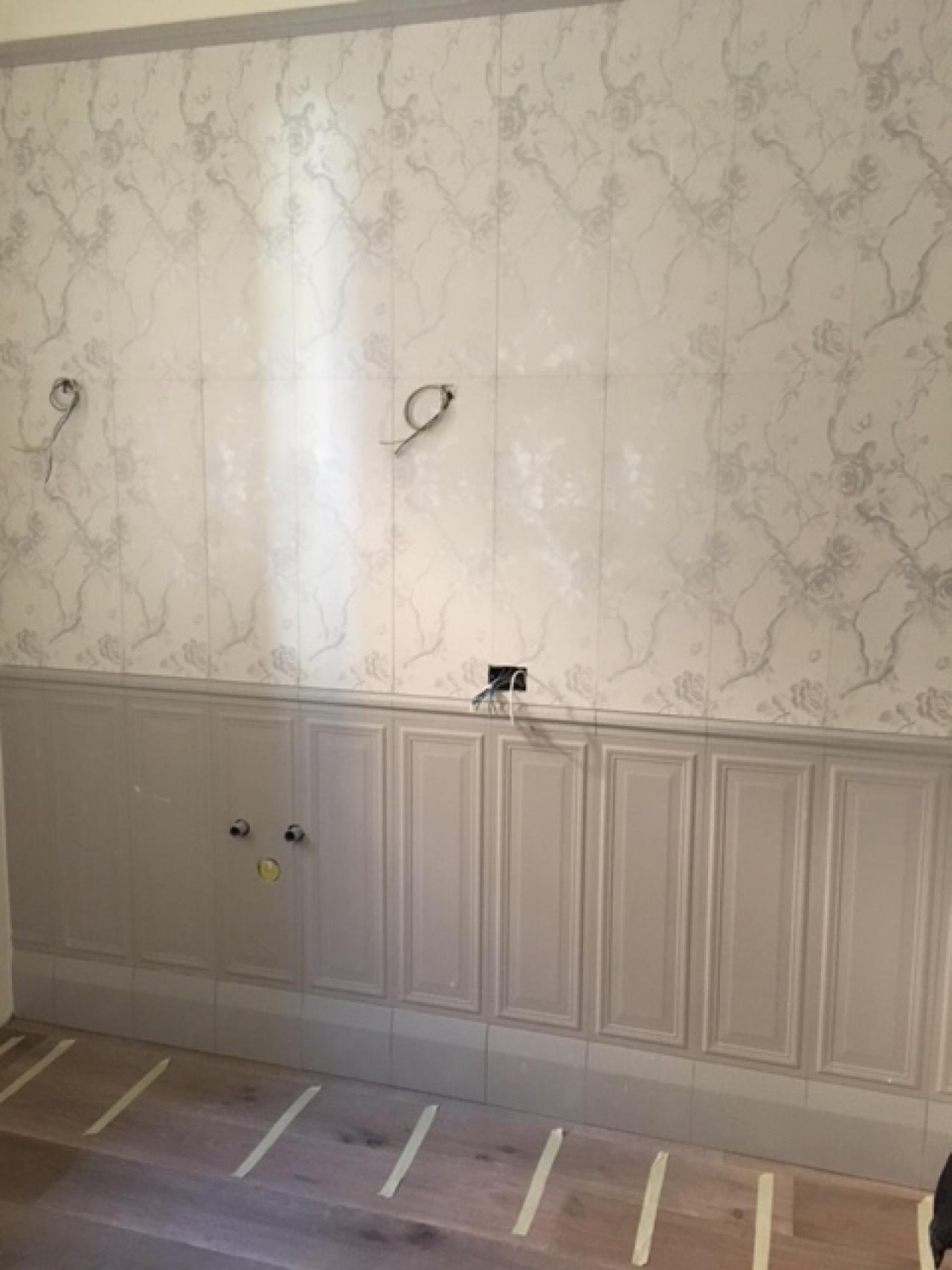 Boiserie in ceramica nel bagno moderno fratelli pellizzari for Carta da parati per pavimenti prezzi