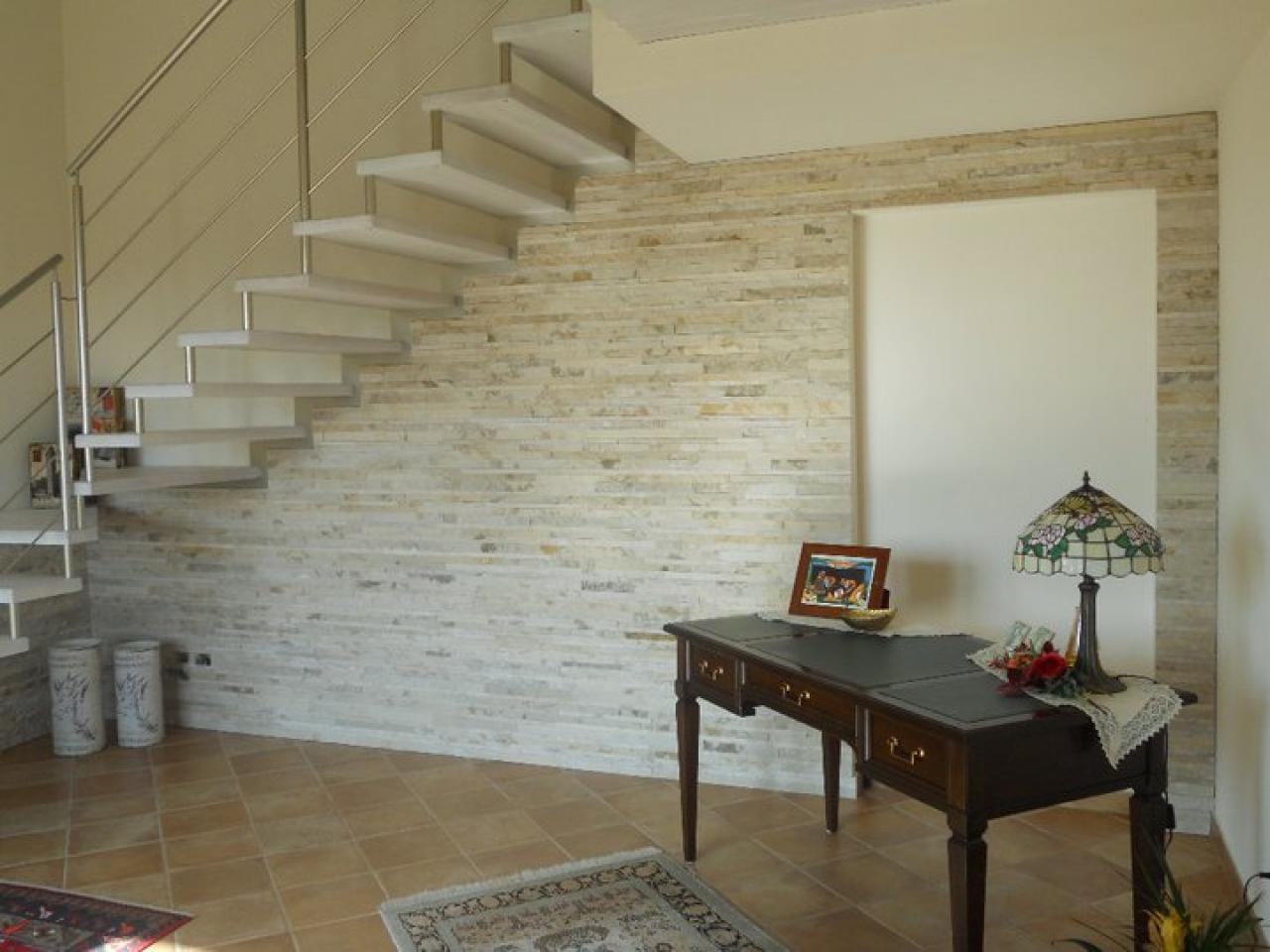 Rivestimenti in pietra all interno della casa fratelli pellizzari