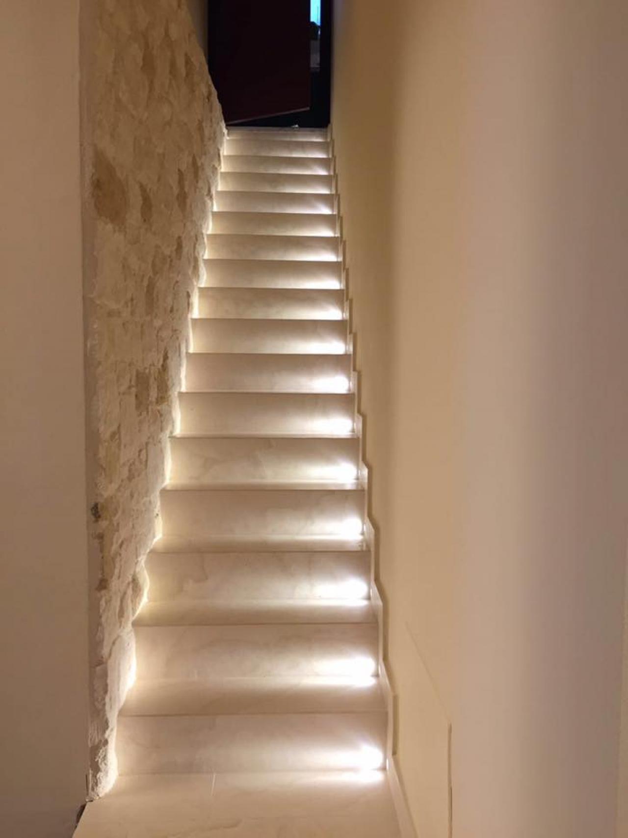 Scala interna di casa legno marmo gres pietra fratelli pellizzari for Rivestimento parete interna
