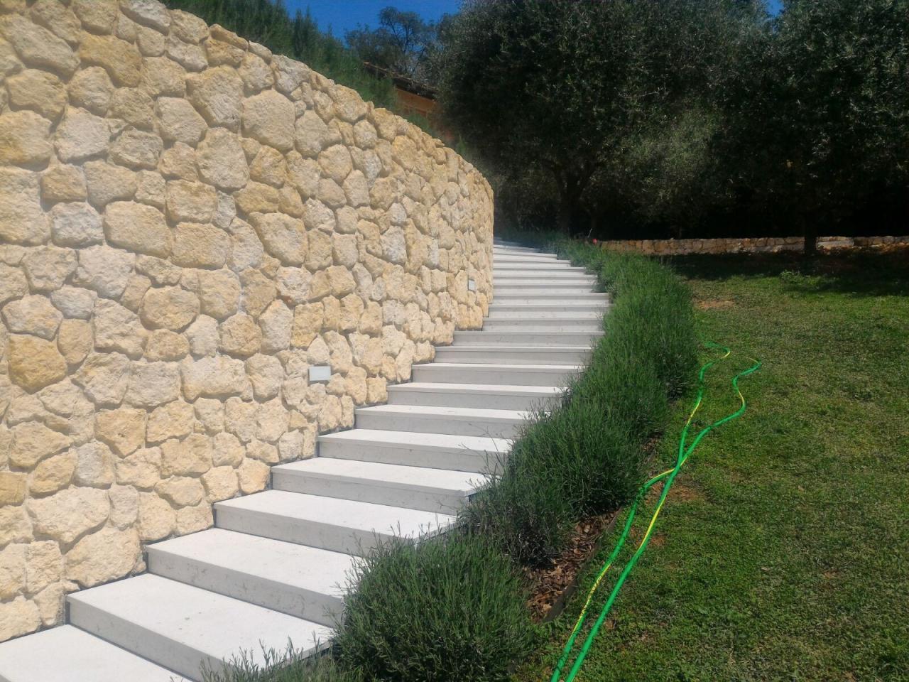 Scale Da Esterno In Pietra : Scala in pietra di prun bianca realizzata a vicenza fratelli