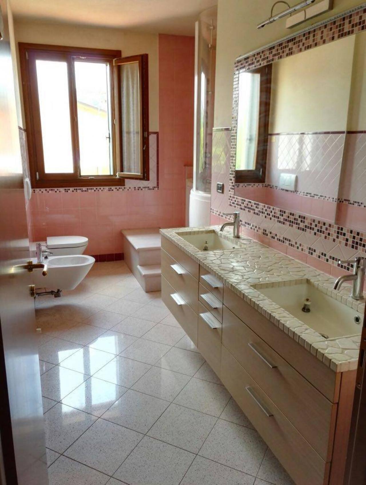 Rivestire il bagno con la resina: trasformarlo senza demolirlo ...