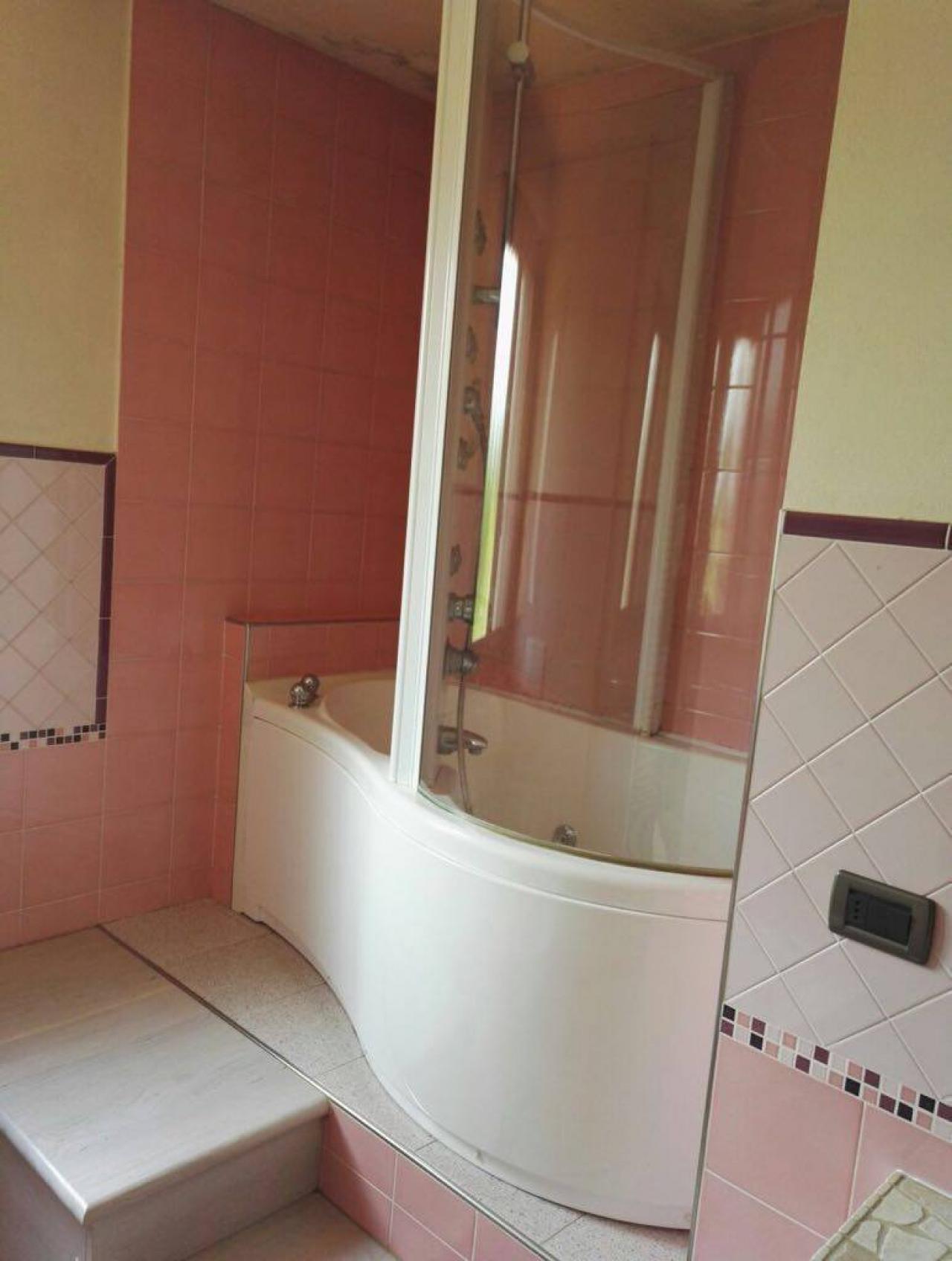 Rivestire il bagno con la resina trasformarlo senza demolirlo fratelli pellizzari - Pareti doccia in resina ...