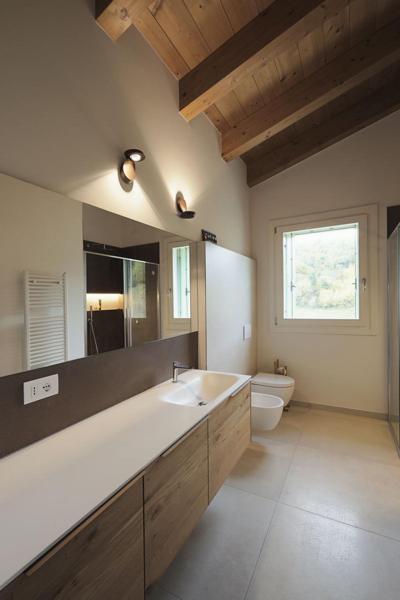 Illuminazione Sottotetto In Legno bagno in mansarda   fratelli pellizzari
