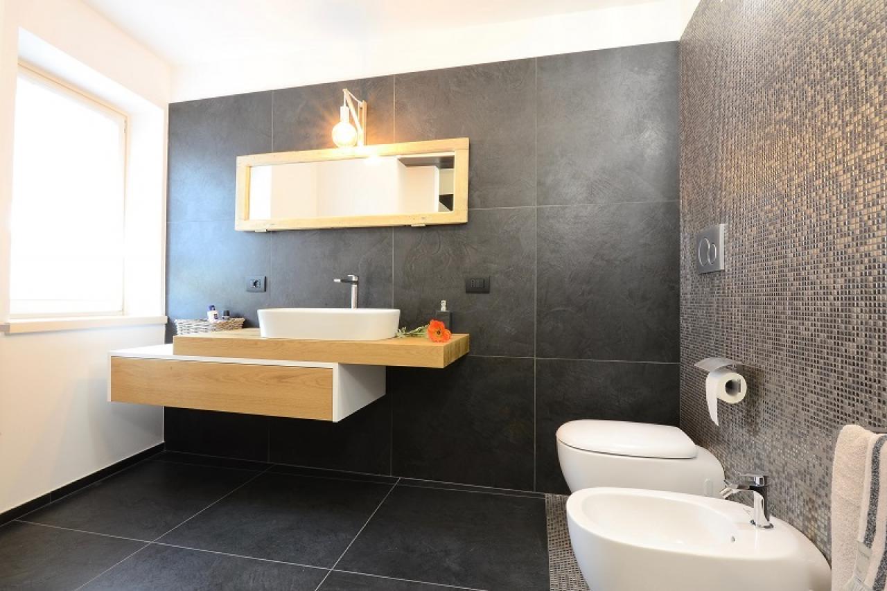 Bagno Con Mosaico Nero : Bagno moderno nero simple bagno moderno bianco e nero foto stock